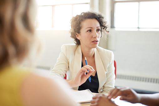 Flexibel schulen: Erstellen Sie eigene Schulungen mit individuellen Testfragen und prüfen Sie das Verständnis der Mitarbeiter.